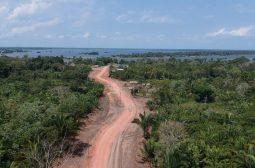 O Governo do Estado do Amazonas e a Fundação Estadual do Índio realizam obras de pavimentação através da SEINFRA