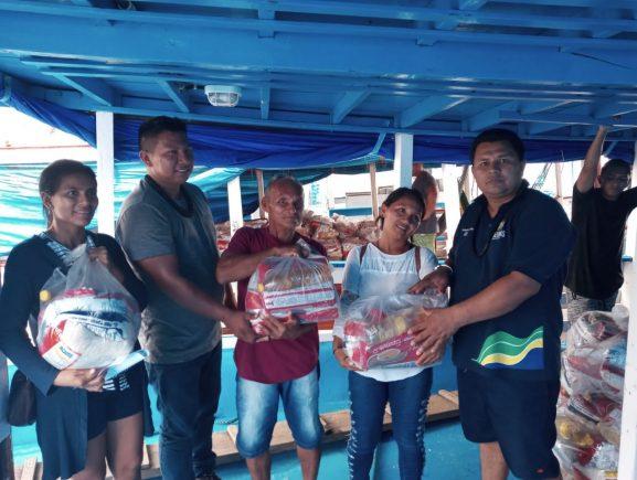 FEI e parceiros distribuem cestas básicas no interior do Amazonas para comunidades indígenas
